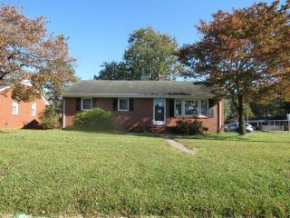 Foreclosed Home - 215 Craven Street, 27886